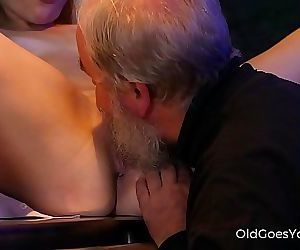 Old Goes YoungExperienced man pleases a hot smoking barman 7 min HD+