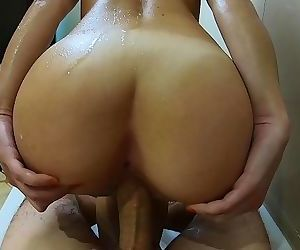 Sensual Sex in the Bathtub ends With Huge Cumshot AMATEUR COUPLE